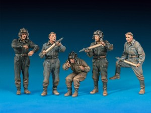 Photos 35034 SOVIET TANK AMMO-LOADING CREW