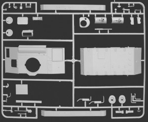 Content box 35038 SOVIET LIGHT TANK T-80 w/CREW