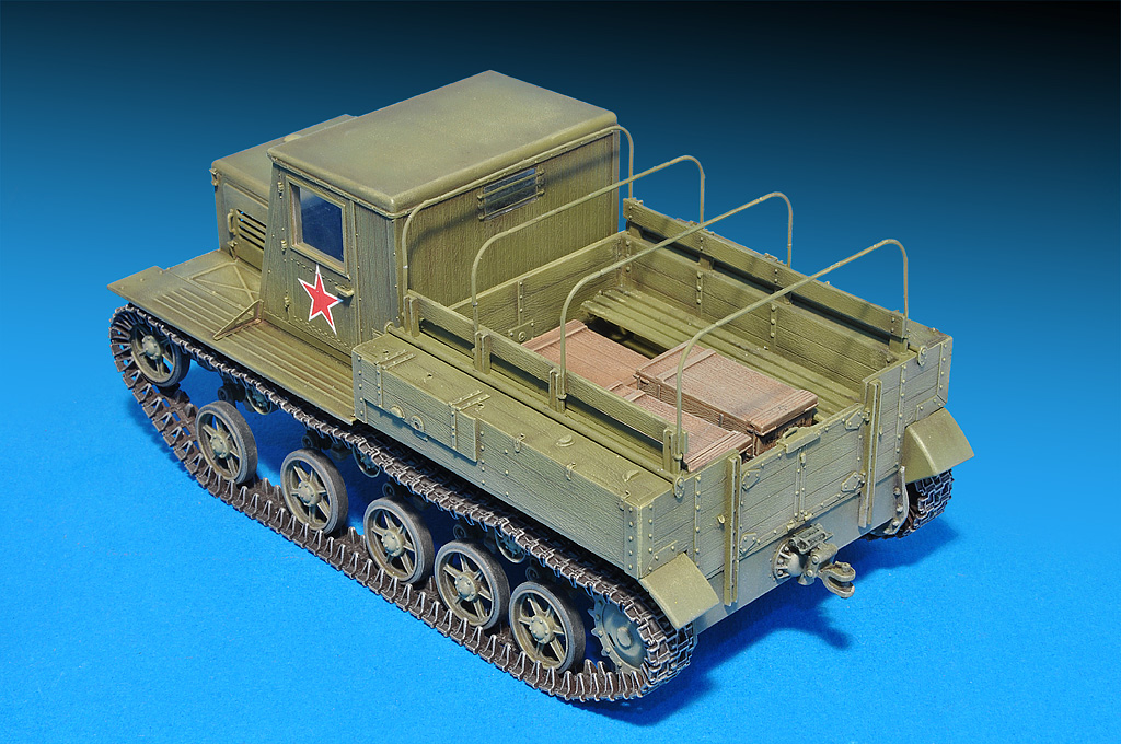 35140 Ya-12 SOVIET ARTILLERY TRACTOR. LATE PRODUCTION