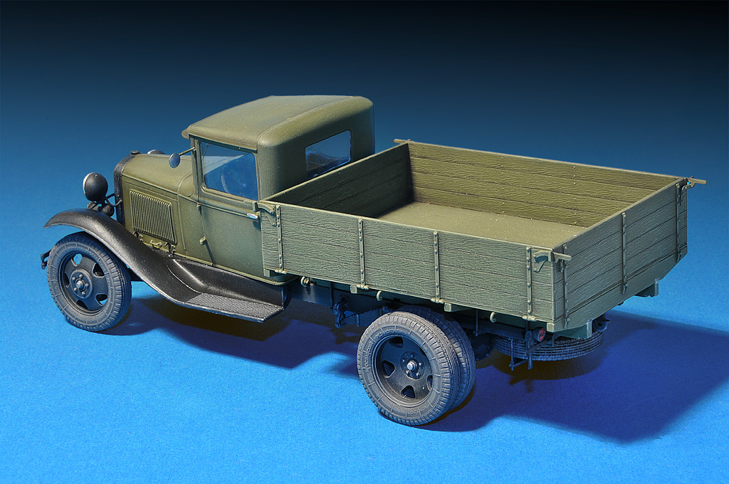 35124 GAZ-AAAカ-ゴトラック フィギュア2体付