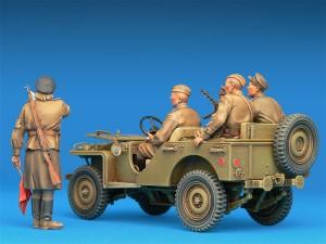 Photos 35048 SOVIET COMMAND CAR w/CREW