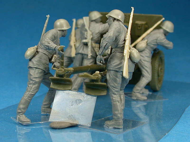35081 SOVIET ARTILLERY CREW ON MANEUVER