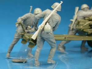 Photos 35081 SOVIET ARTILLERY CREW ON MANEUVER