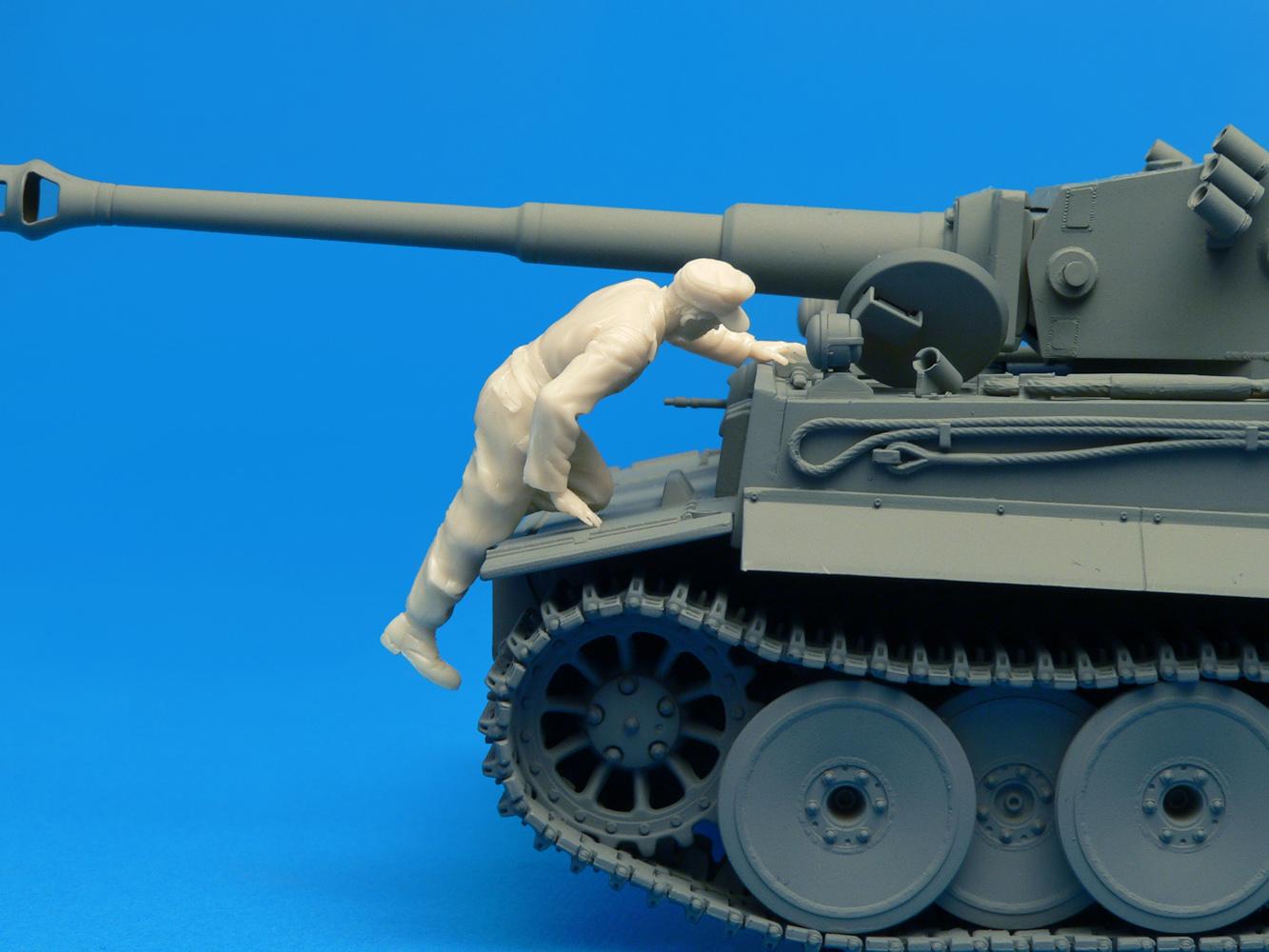 35060 GERMAN TANK CREW (FRANCE 1944)