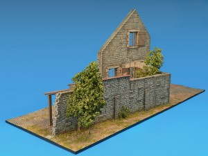 Photos 36018 FARMHOUSE w/DIORAMA BASE