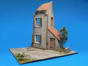 Photos 36021 DIORAMA w/NORMANDY HOUSE