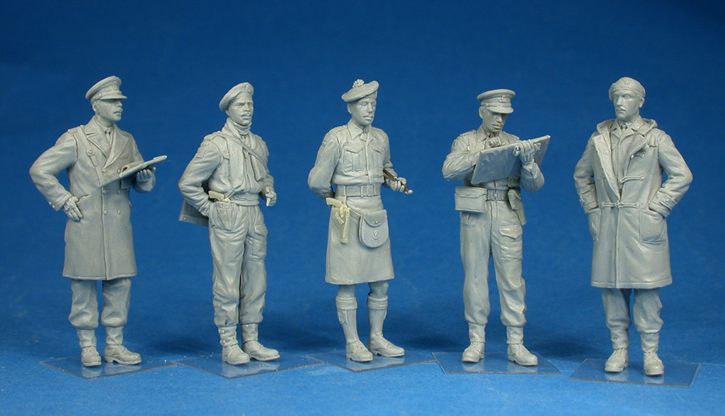 35165 BRITISH OFFICERS