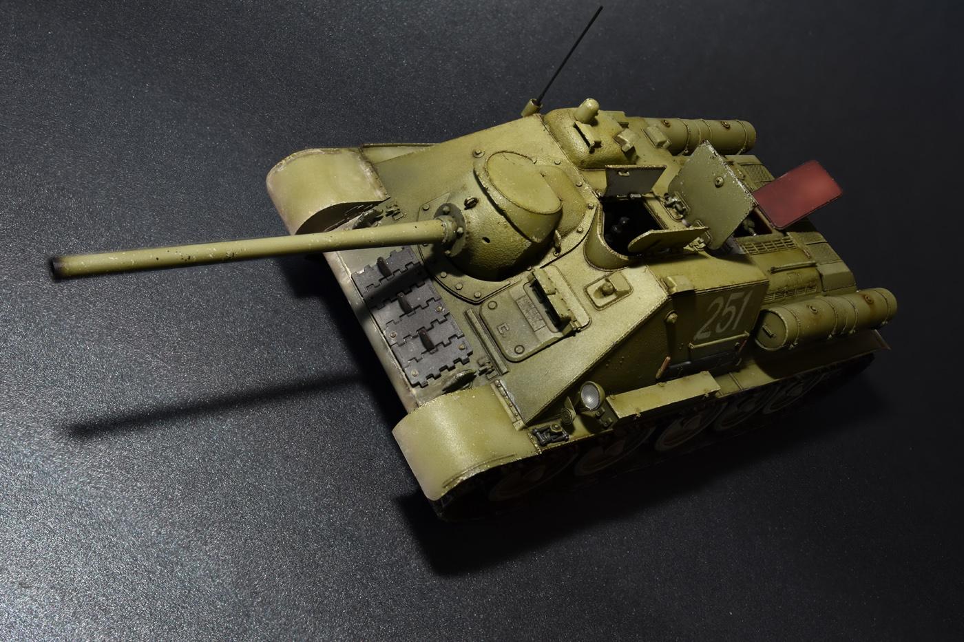 35187 SU-85 SOWJETISCHE SELBSTANGETRIEBENE PISTOLE. INNENAUSSTATTUNG