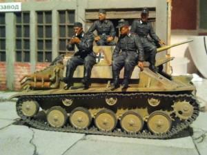 35026 GERMAN Pz. Kpfw. T-70 743(r) w/CREW + 35040 GERMAN ARTILLERY CREW RIDERS + 35054 GERMAN SPG CREW RIDERS
