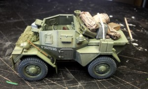 35077 DINGO Mk.III BRITISH ARMORED CAR w/CREW