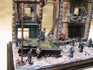 35009 SOVIET TANK CREW AT REST + 35523 TRAM SUPPORTS & STREET LAMP