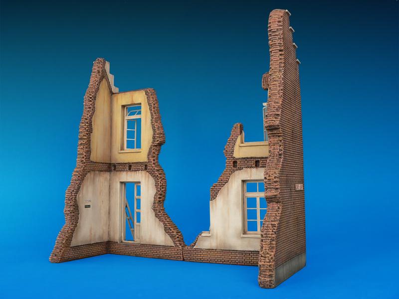 35015 BELGIAN VILLAGE HOUSE