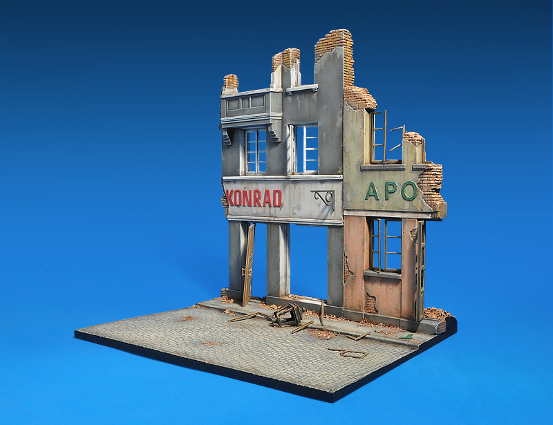 36036 DIORAMA WITH RUINED BUILDINGS