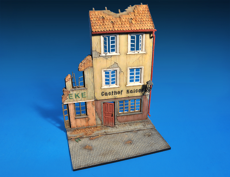 36038 RUINED GERMAN HOUSES w/BASE