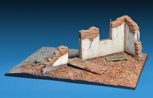 Photos 36039 DIORAMA WITH RUINS