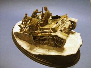 35028 SOVIET GUN CREW AT REST