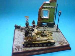 35053 Jagdpanzer Su-76 w/CREW + 36001 STREET w/RUINED HOUSE + 35046 GERMAN FELDGENDARMERIE