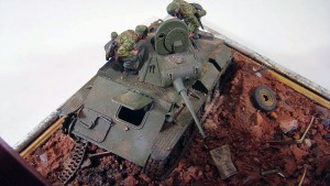35511 RUINED GARAGE  +  35025 T-70 M Early Production SOVIET LIGHT TANK w/CREW