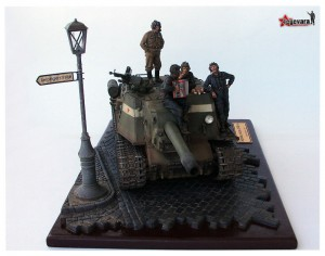 35007 PARK GATE AND FENCE + 35009 SOVIET TANK CREW AT REST