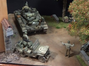 35085 U.S. MILITARY POLICE + 35047 U.S. JEEP CREW & MP + 36020 VILLAGE ROAD w/RUINED HOUSE + 36021 DIORAMA w/NORMANDY HOUSE