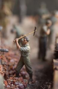 35011 GERMAN TANK REPAIR CREW + 35065 GERMAN SOLDIERS AT WORK (RAD)