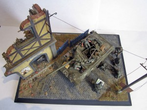 36042 VILLAGE ROAD SECTION + 35126 U.S. TANK CREW + 35530 STREET ACCESORIES + 35541a TELEGRAPH POLES