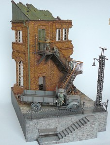 36044 RIVER EMBANKMENT SECTION + 35544 FACTORY CORNER w/STEPS + 35529 METAL TELEGRAPH POLES
