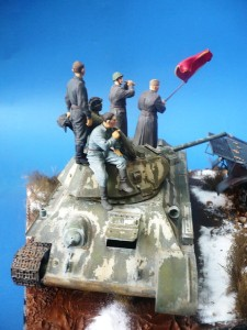 35009 SOVIET TANK CREW AT REST + 35028 SOVIET GUN CREW AT REST + 35034 SOVIET TANK AMMO-LOADING CREW + 35037 SOVIET SELF-PROP. GUN CREW