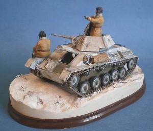 35025 T-70M Early Production SOVIET LIGHT TANK w/CREW