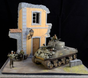 36020 VILLAGE ROAD w/RUINED HOUSE + 35085 U.S. MILITARY POLICE + 35126 U.S. TANK CREW
