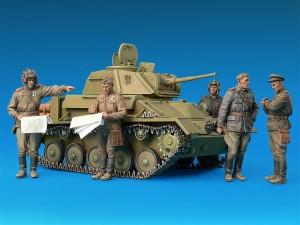 35038 SOVIET LIGHT TANK T-80 w/CREW