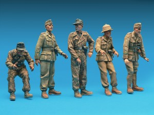 35072 GERMAN ARMORED CAR CREW