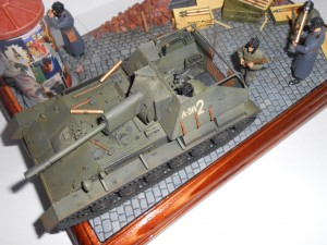 36002 RUSSIAN STREET w/ADVERTISING COLUMN + 35036 SOVIET SU-76M w/CREW