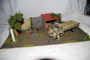 35521 VILLAGE WORKSHOP + 35041 GERMAN SOLDIERS w/FUEL DRUMS