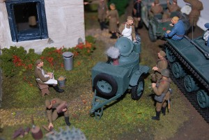 35024 UKRAINIAN VILLAGE HOUSE + 35027 SOVIET OFFICERS AT FIELD BRIEFING