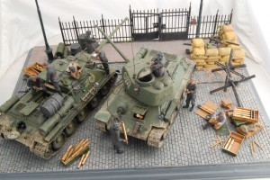 35034 SOVIET TANK AMMO-LOADING CREW + 35079 SOVIET 85-mm SHELLS w/AMMO BOXES + 35088 SOVIET 100-mm SHELLS w/AMMO BOXES 35549 METAL FENCE + 36040 STREET SECTION w/TRAM LINES