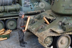 35034 SOVIET TANK AMMO-LOADING CREW + 35079 SOVIET 85-mm SHELLS w/AMMO BOXES + 35088 SOVIET 100-mm SHELLS w/AMMO BOXES 35549 METAL FENCE + 36040 STREET SECTION w/TRAM LINES