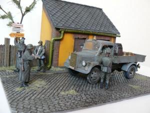 36032 DIORAMA WITH BARN + 35142 L1500S GERMAN 1,5t 4×2 CARGO TRUCK + 35046 GERMAN FELDGENDARMERIE