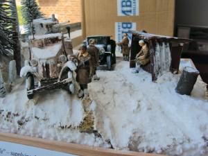 35133 GAZ-AAA Mod. 1943 CARGO TRUCK + 35022 SOVIET TANK CREW. WINTER 1943-45