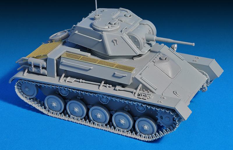 35243 T-80 SOWJET-LICHTTANK MIT CREW. SONDERAUSGABE