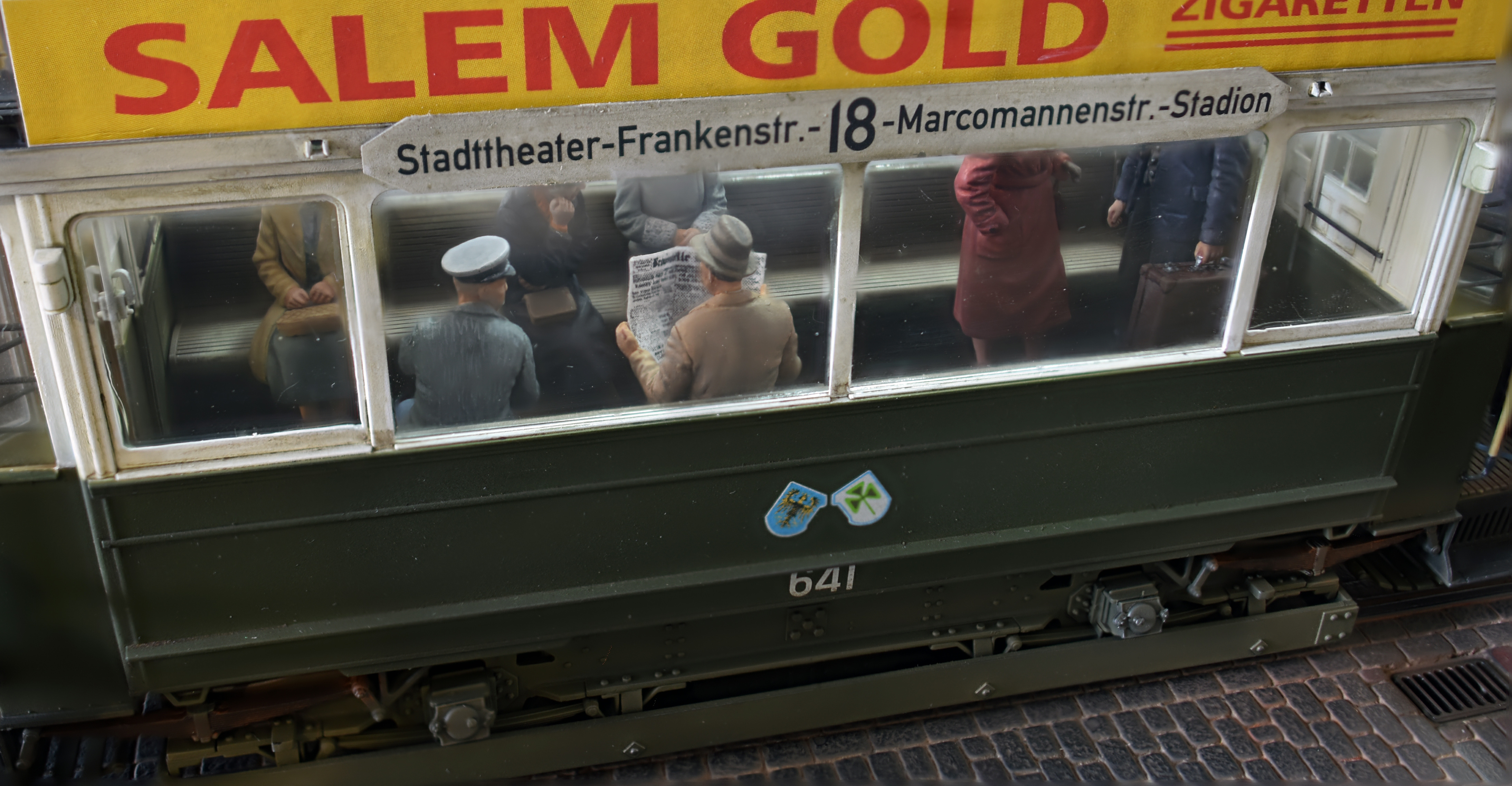 38009   EUROPÄISCHE TRAM mit der Besatzung und der Passagiere