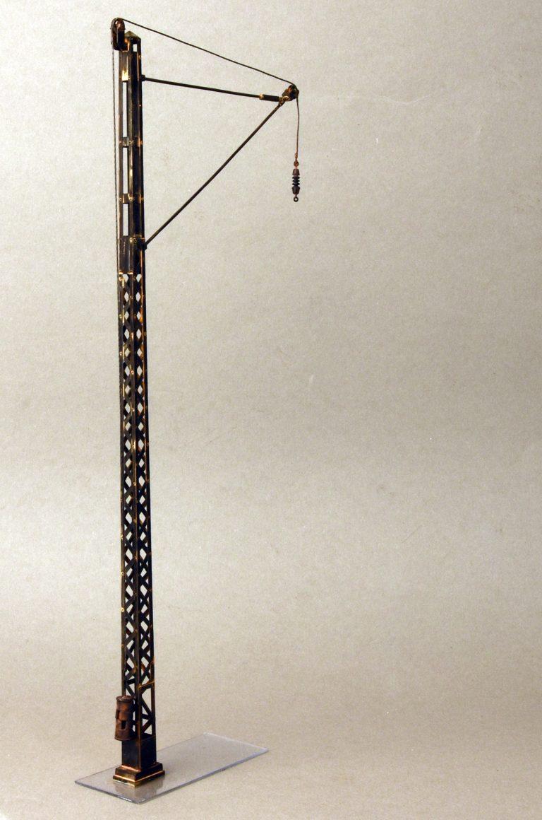 35570 RAILROAD POWER POLES & LAMPS