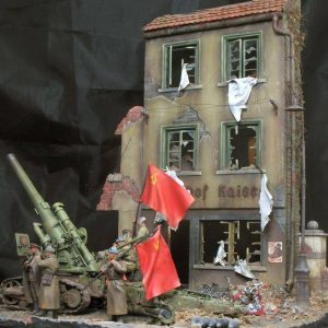 36038 RUINED GERMAN HOUSES w/BASE + 35185 SOVIET HEAVY ARTILLERY CREW + 35548 FURNITURE SET + 35027 SOVIET OFFICERS AT FIELD BRIEFING