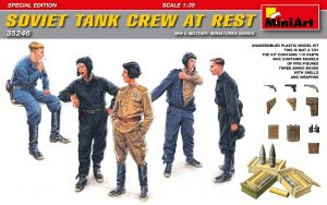 35246 SOVIET TANK CREW AT REST. SPECIAL EDITION