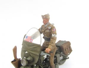 35168 U.S. MILITARY POLICEMAN w/MOTORCYCLE