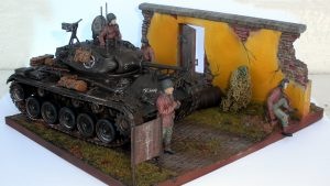 36035 WALL WITH BASE + 35070 U.S. TANK CREW. NW EUROPE