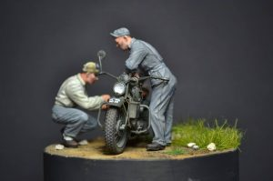 35101 U.S. MOTORCYCLE REPAIR CREW + Ivanooff