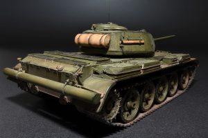37002 T-44M SOVIET MEDIUM TANK + Aleksandr Fomin