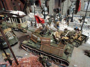 35001 SOVIET INFANTRY AT REST (1943-45) + 35007 PARK GATE & FENCE + 35009 SOVIET TANK CREW AT REST + 35049 SOVIET JEEP CREW + 35055 SOVIET SOLDIERS RIDERS + 35544 FACTORY CORNER w/ STEPS + 35548 FURNITURE SET + 38001 EUROPEAN TRAM + Thomas Valle