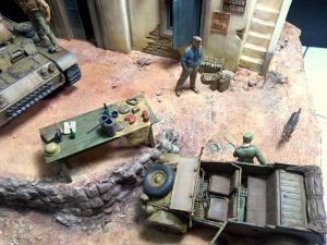 "35141 GERMAN TANK CREW ""AFRIKA KORPS"" + 35540 NORTH AFRICAN HOUSE + 35550 WOODEN BARRELS & VILLAGE UTENSILS + Martin Giangreco"
